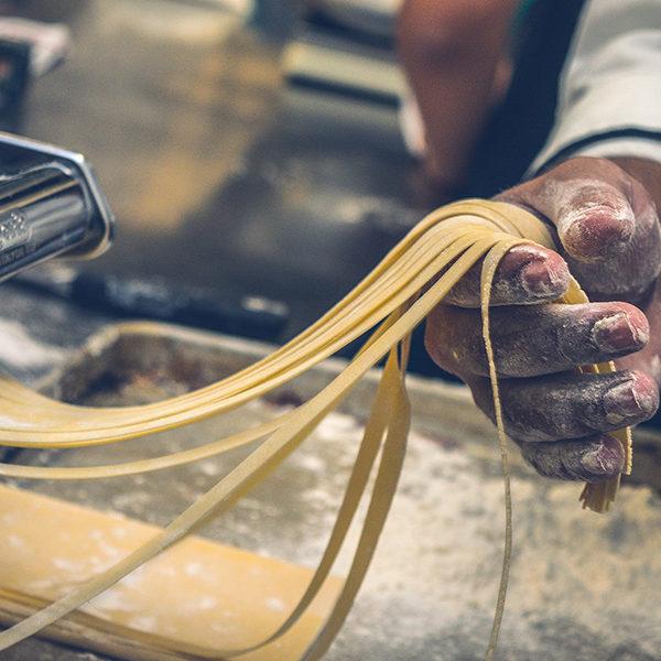 Sfeerbeeld pasta maken